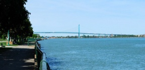 Windsor Waterfront Ambassador Bridge DSC 1107.jpg